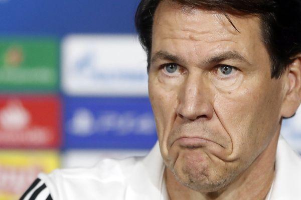 """L'entraîneur de Lyon, Rudi Garcia, s'est """"étonné"""" jeudi en conférence de presse de la programmation du match de 16e de finale de la Coupe de France Nantes-OL, ce samedi 18 janvier à 20H55."""