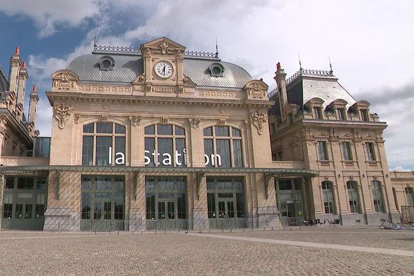 """L'ancienne gare de Saint-Omer, devenue """"La Station"""" propose désormais des espaces de travail partagé"""