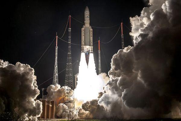 Une fusée Ariane 5 au décollage depuis Kourou (Guyanne), vol 239