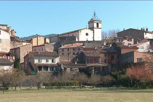 Bras est une petite commune de 2 700 habitants située au Nord-Ouest de Brignoles.