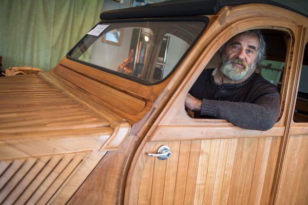 """""""Je voulais faire un objet qui reste après moi. J'aimerai que cette voiture soit un jour exposée dans une galerie d'art"""", Michel Robillard."""