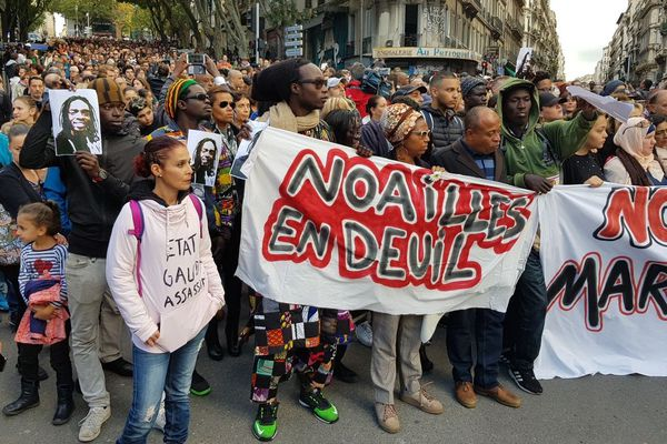 Plusieurs milliers de personnes se sont rassemblées pour une marche blanche en hommage aux victimes des effondrements de la rue d'Aubagne