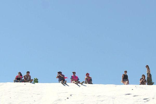 Du haut de la camelle, cette colline de sel, les visiteurs ont une vue imprenable sur Aigues-Mortes et ses étangs saumâtres.