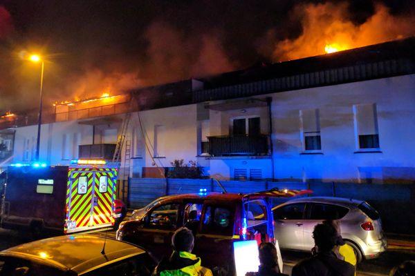 Le feu a détruit 700m² hier soir.