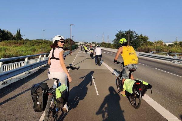 Le petit groupe a emprunté des pistes cyclables ou la route lorsqu'il n'y avait pas de trajet alternatif pour aller à Sophia.