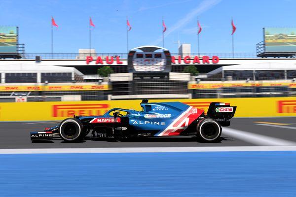La formule 1 Alpine pilotée virtuellement par trois joueurs qui vont s'entraîner à Limoges.