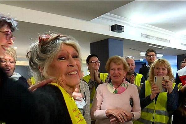 Brigitte Bardot est venue à la réunion-débat des gilets jaunes, ce dimanche 017 février à Saint-Aygulf