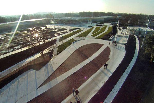 Photographie aérienne du Louvre-Lens.