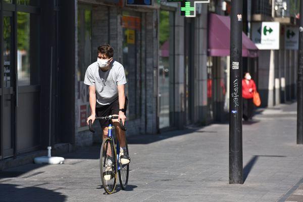 Covid-19 : à Bruxelles, les cyclistes pourront finalement rouler sans masque