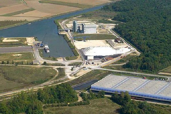 Le technoport de Pagny est situé situé au bord de la Saône, en Côte-d'Or.