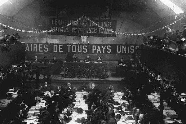 Débats lors du 18e congrès national de la SFIO à Tours, le 26 décembre 1920.