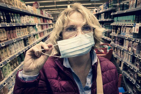 Peut-être que le gouvernement annoncera la fin de l'obligation du port du masque dans certains lieux.