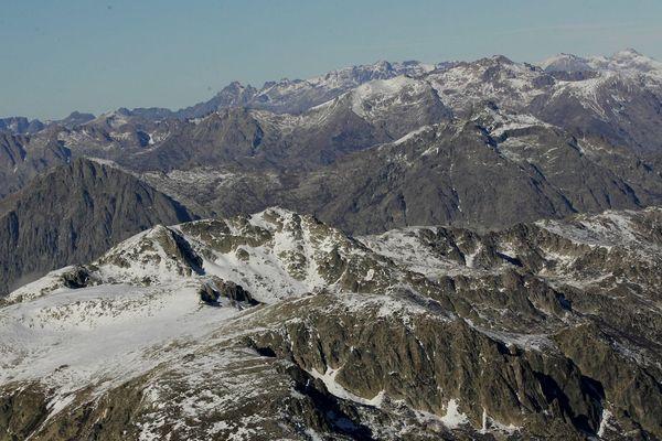 Les cimes enneigées du Monte Renoso