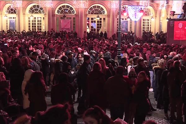 Le passage à la nouvelle année 2018 place de la mairie à Rennes