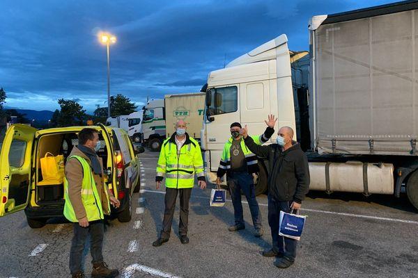 La première opération Foodtruck Solidaire sur l'aire de St Rambert de l'A7 le 23 décembre 2020