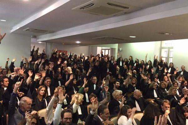 Réunis en assemblée générale, les participants ont voté la poursuite de la grève pour une semaine supplémentaire.