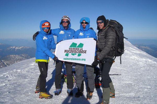 7h30 le samedi 23 juin 2018, Paul Fontaine (premier à gauche de l'image) et ses amis sont au sommet du Mont Blanc