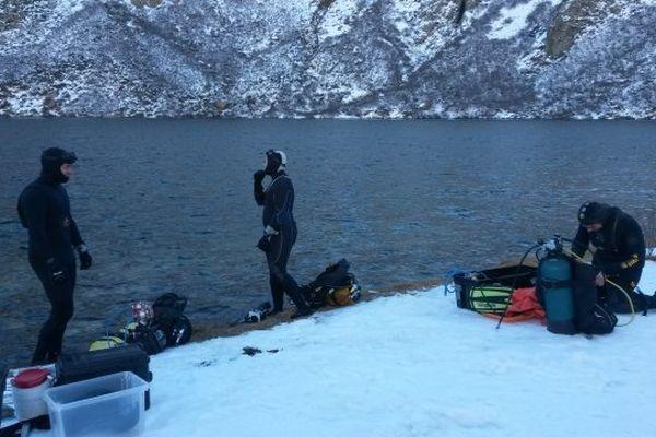21/11/14 - Des scientifiques plongent dans le lac de Melo (Haute-Corse) pour en observer la biodiversité