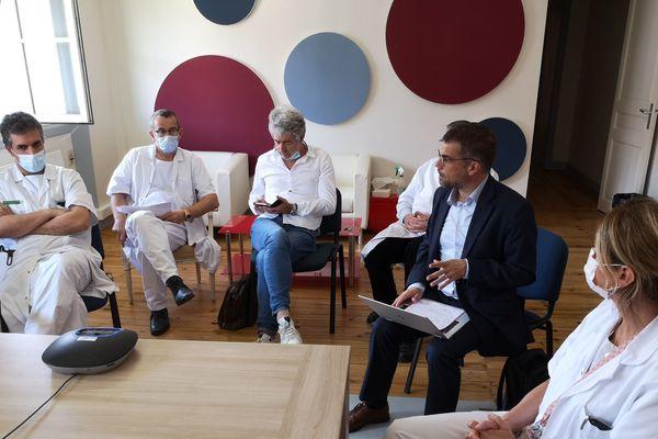 Les professeurs du CHU de Toulouse en conférence de presse
