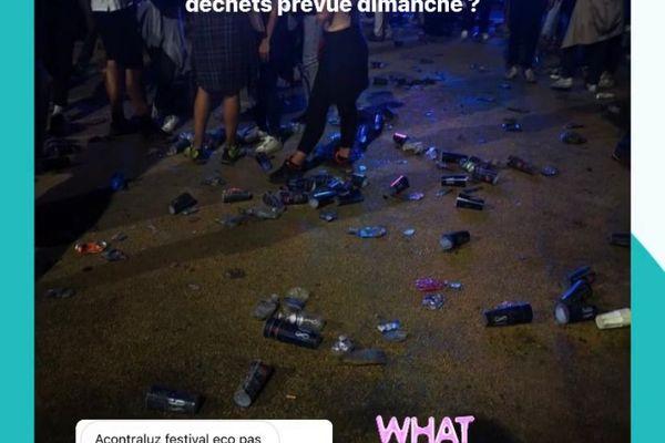 Certains festivaliers ont alerté l'association Clean My Calanques sur les déchets laissés au sol lors du festival Acontraluz de ce samedi à Marseille