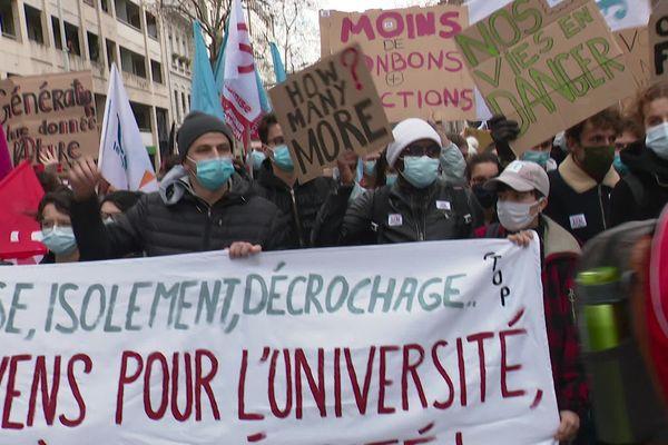 Détresse étudiante : les réactions à Lyon aux propositions d'Emmanuel Macron