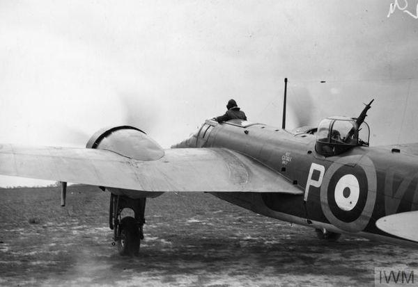 Un Bristol Blenheim du 107 Squadron s'apprêtant à décoller de la base de Wattisham en août 1940.