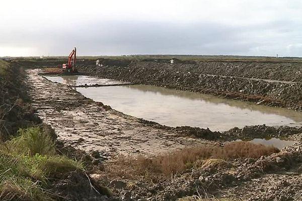 Les travaux de réhabilitation engagés dans les marais sur la commune de St-Clément-des-Baleines sur l'île de Ré.
