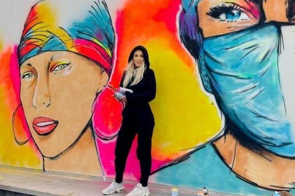 Juliette Delorme a créé une fresque colorée sur un des murs de l'Institut Bergonié à Bordeaux.