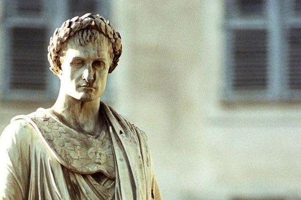 Statue de Napoléon située place Foch à Ajaccio