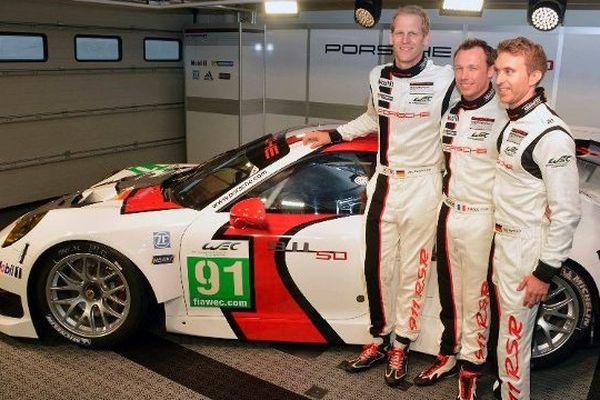La Porsche  RSR du team Manthey racing. Au centre, Patrick Pilet