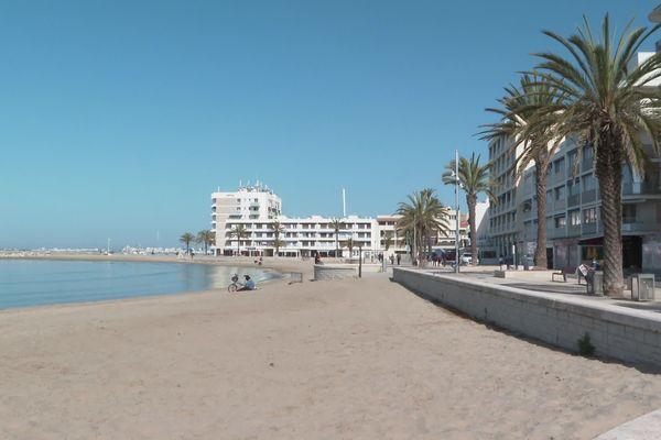 En bord de mer, de la côté rocheuse catalane aux plages gardoises, certains hôtels vont faire le plein pour le week-end de Pâques, mais dans bon nombre d'établissements, les clients annulent les réservations des vacances de printemps.