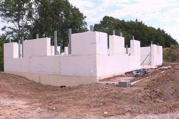 En seulement quelques heures, la future maison en polystyrène a vu le jour à Beaufort