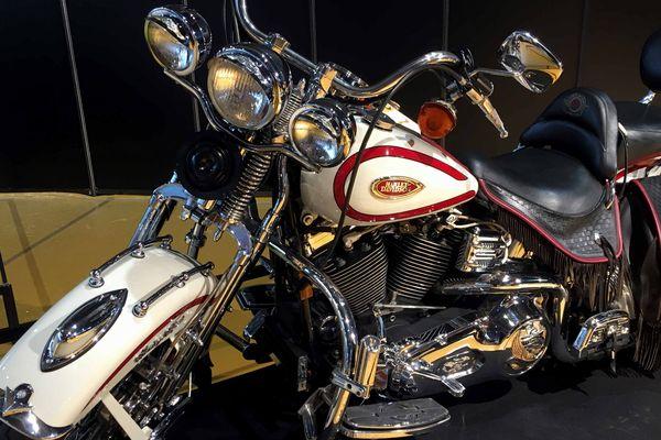 Dans l'espace collection du Parc Expo, quelques belles pièces de collection, dont une Harley Davidson