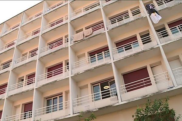 Dans cette ancienne résidence étudiante, les demandeurs d'asile bénéficient d'un logement provisoire