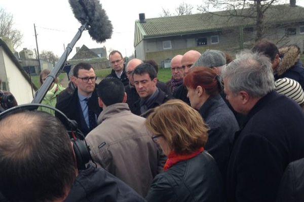 Manuel Valls en campagne dans les Côtes d'Armor en mars 2015
