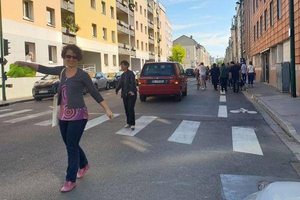 En l'absence d'une escorte policière, comme d'ordinaire dans les manifestations déclarées, les professeurs des lycées ont pris les devants pour se déplacer dans la cité des sacres.