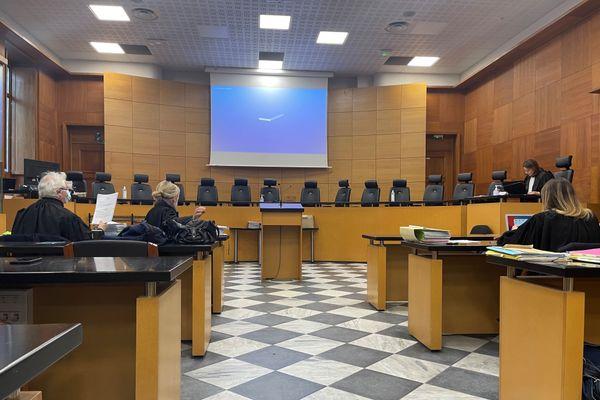 La salle de la cour d'Assises du palais de justice de Bastia, à quelques minutes de l'entame des débats du jour.