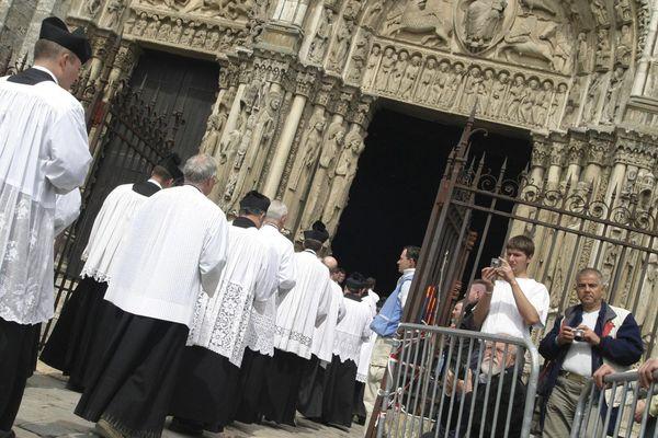 Le pèlerinage de Pentecôte à la cathédrale de Chartres en 2005.