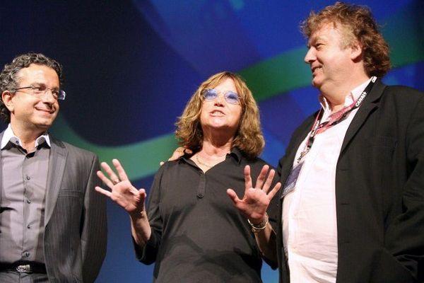 Marie-France Brière (au milieu) et Dominique Besnehard (à d.) sur scène à Angoulême