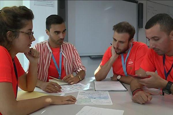 Ces étudiants de l'IMREDD à Nice suivent une formation pour apprendre à coordonner les secours en cas de catastrophe.