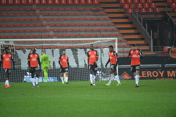 La déception des joueurs du FC Lorient après avoir encaissé un but contre Monaco le 06 janvier dernier