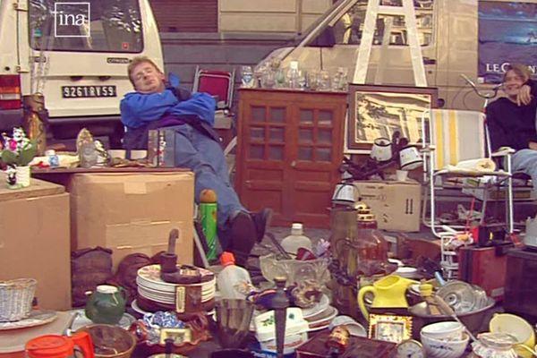Dur, dur… le réveil des bradeux et des chineurs après la nuit de la Braderie de Lille du 6 septembre 1992
