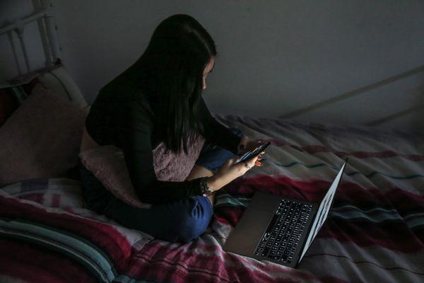 Les jeunes, les célibataires et les publics les plus fragilisés économiquement sont les plus touchés par la solitude selon un sondage de l'IFOP.