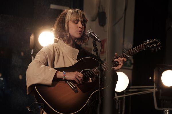 La chanteuse lyonnaise Pomme à l'occasion de l'enregistrement de l'émission #Studio3 diffusé en juin 2021 sur les antennes de France 3 Auvergne-Rhône-Alpes.