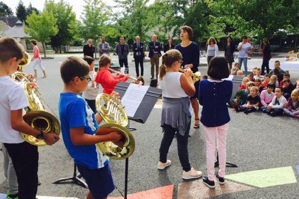 Les élèves de l'école élémentaire de Sainte-Geneviève-Sur-Argence ont joué devant leurs camarades