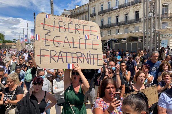 Manifestation contre le Pass sanitaire place de la Comédie à Montpellier ce mercredi 14 juillet 2021.