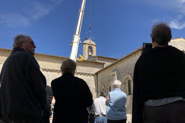 Les habitants ont assisté à l'arrivée de la nouvelle cloche