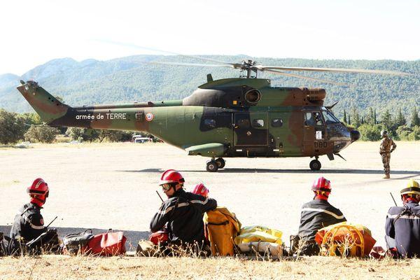 """Août 2013: exercice du détachement d'intervention héliporté (""""D.I.H.""""), mêlant des effectifs pompiers et sécurité civile de brignoles (UIISC7)"""