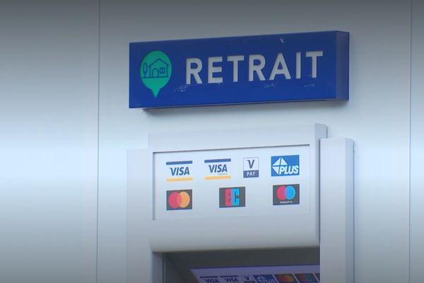 La commune de Longueville, en Seine-et-Marne, a installé son propre distributeur de billets.