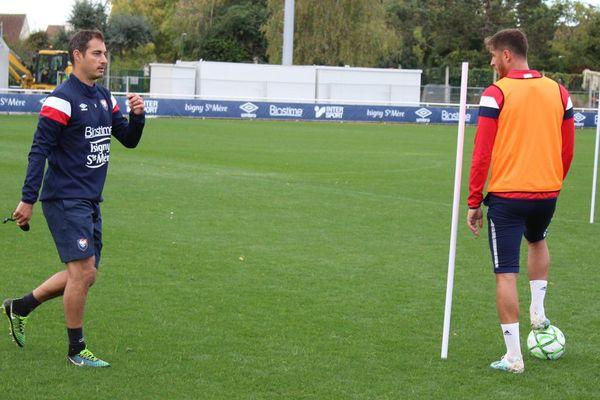 Nicolas Seube supervise l'entraînement du Stade Malherbe ce lundi matin
